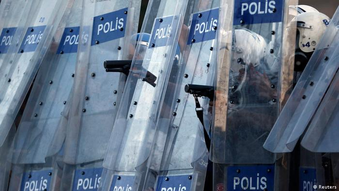 Riot policemen prepare to fire teargas during a protest at Taksim Square (Photo: REUTERS/Murad Sezer)