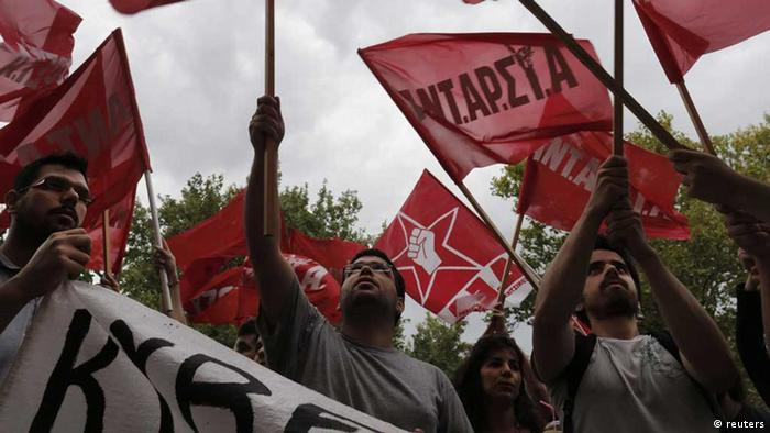 Protesters wave flags outside Greek state television ERT headquarters in Athens June 12, 2013. Greek Prime Minister Antonis Samaras faced a political revolt on Wednesday from his ruling coalition partners after the government abruptly switched the state broadcaster off the air in the middle of the night. REUTERS/John Kolesidis (GREECE - Tags: CIVIL UNREST POLITICS BUSINESS EMPLOYMENT MEDIA) /eingest. sc