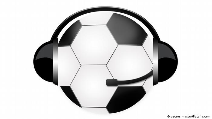Symbolbild: Ball mit Kopfhörer und Kopfmikrofon