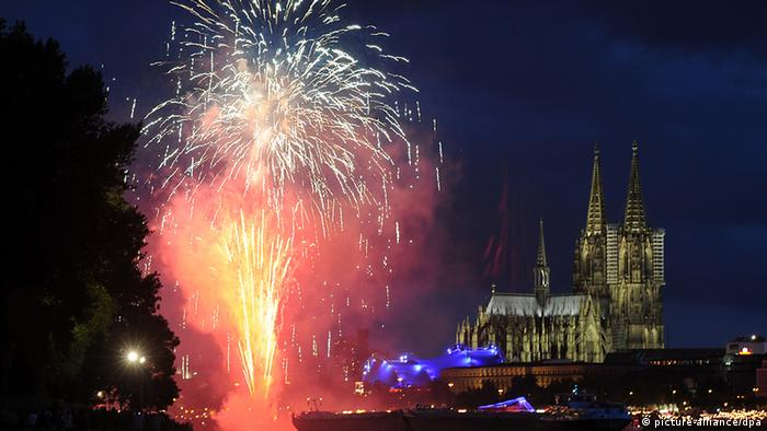 Fireworks show with the Cologne Cathedral in the background