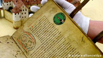 13th-century manuscript of the Song of the Nibelungs Photo: Uli Deck dpa/lsw, Copyright: dpa - Bildfunk