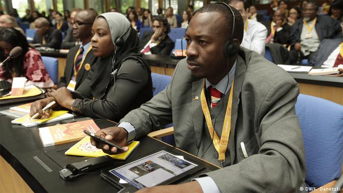 Participants sitting at desks during the 2012 Global Media Forum. © Deutsche Welle/K. Danetzki, 25.06.2012