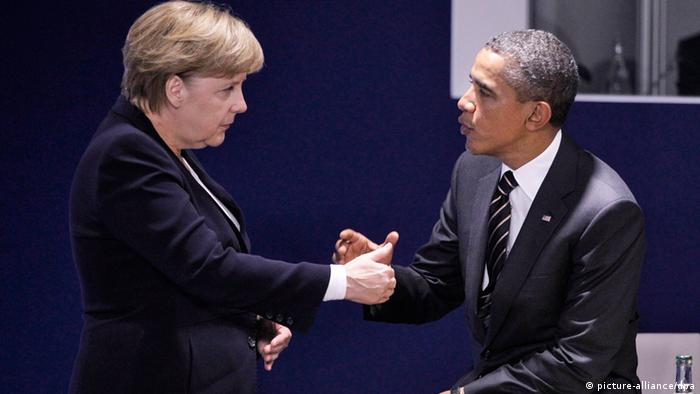 Chancellor Angela Merkel and US President Barack Obama speak to eachother. Photo:EPA/GUILLAUME HORCAJUELO