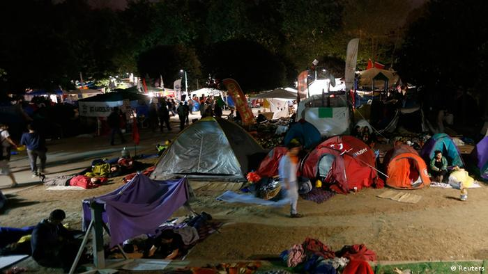 Protesters sleep in Gezi park in Istanbul's Taksim square (Photo: REUTERS/Osman Orsal)