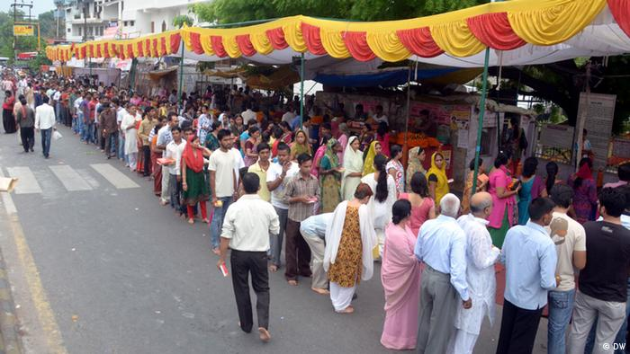 A scene of devotees opposite Hanuman Mandir on Tuesday in June at Lucknow (Place) Uttar Pradesh on (Date) 10-06-2013 Copyright: DW via Manasi Gopalakrishnan, DW Hindi
