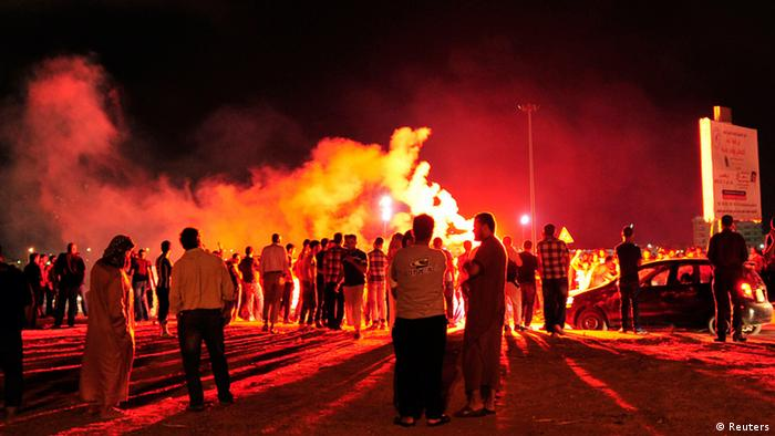 Protesters block the road and set off fireworks, after they burned two vehicles belonging to the Libyan Army's First Infantry Brigade in Benghazi June 14, 2013. The protesters said they had burnt the vehicles, both of which belonged to the Libyan Army's First Infantry Brigade, as they accused the brigade of being responsible for clashes that broke out at the headquarters of the Libya Shield militia last week. No people were injured during the fires, according to the demonstrators. REUTERS/Esam Al-Fetori (LIBYA - Tags: POLITICS MILITARY CIVIL UNREST)