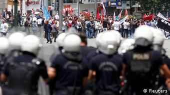 Polizeikette bei einer Demonstration in Ankara (Foto: REUTERS)