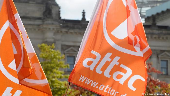 Anti-globalization group Attac flags outside Berlin Reichtag (Photo: Tobias Kleinschmidt dpa)