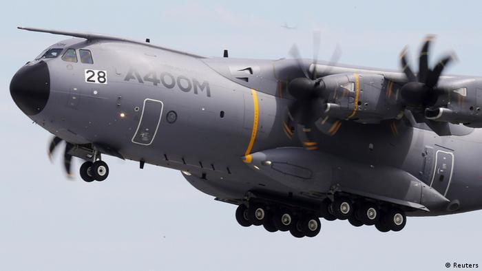 Der künftige Militärtransporter der Bundeswehr, der Airbus A 400M, im Flug, Foto: Reuters