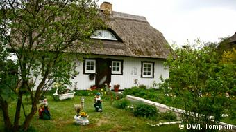 A traditional cottage in the municipality of Wieck in Mecklenburg-Vorpommern. Copyright: DW / Julian Tompkin.