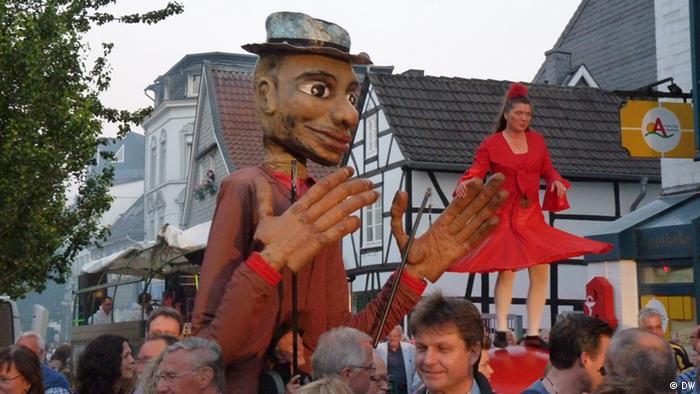 Neanderland Biennale 2013- Theater KTO aus Krakau in Mettmann während der Straßenparade. Foto: Alexandra Jarecka, 07 und 08 Juni