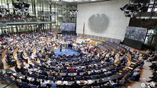 Voller Plenarsaal beim Festakt 60 Jahre Deutsche Wellte zur Eröfnung des Global Media Forum 2013 in Bonn