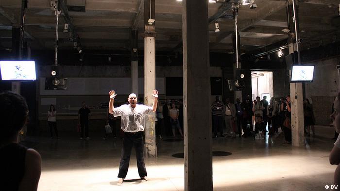 Künstlerische Performance bei der Konferenz . Foto: DW/Zhang Ping. 13.06.2013