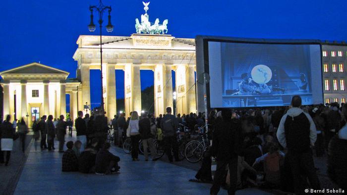 Charlie Chaplin Retrospektive am Brandenburger Tor (Foto: Bernd Sobolla)