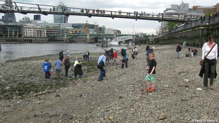 The mudlarking tours are always popular (Photos:Jean Di Marino for DW)