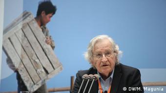«Χάραξη πορείας προς ένα δίκαιο κόσμο-Ανανοηματοδοτώντας τη δημοκρατία» το θέμα το Ν. Τσόμσκι