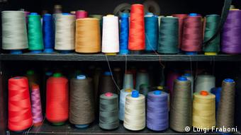 Spools of thread in Paola Gueli's tailor shop in Rome. (photo: Luigi Fraboni)
