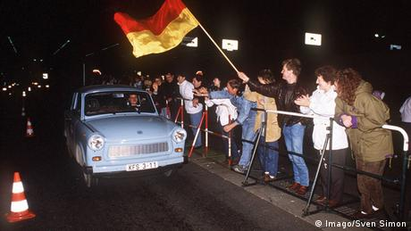 West Berliners greet a Trabi on the night the wall fell (Photo: Imago/Sven Simon)