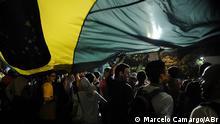 Quelle: http://agenciabrasil.ebc.com.br/galeria/2013-06-17/manifestacoes-em-sao-paulo# Demonstranten in Rio Schlagwörter: Proteste, Brasilien, Rio de Janeiro, Demonstranten, Beschreibung: Demonstranten besetzen die Straßen Rios