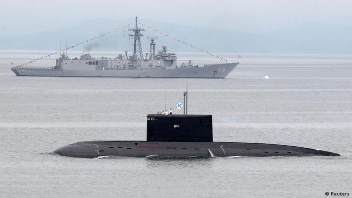 Американский фрегат и российская подлодка
