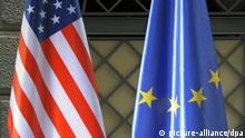 Symbolbild Flaggen Europafahne und US-Flagge