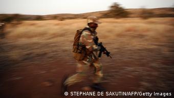 Südafrika Grenze Mosambik Nashörner Soldat gegen Wilderer