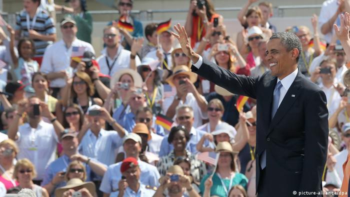 Barack Obama addressing crowds at Brandenburger Tor in Berlin