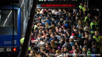 Commuters wait to board a train during the evening hours at Se metro station in Sao Paulo, Brazil (Photo credit YASUYOSHI CHIBA/AFP/GettyImages)