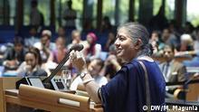 """Die indische Physikerin, Menschenrechtlerin und Umweltaktivistin Vandana Shiva hält die Abschluss-Keynote beim Global Media Forum 2013 in Bonn: Ihr Thema: """"Globalisierung und Werte"""". Bonn, Global Media Forum, 19. Juni 2013, © DW/M. Magunia"""