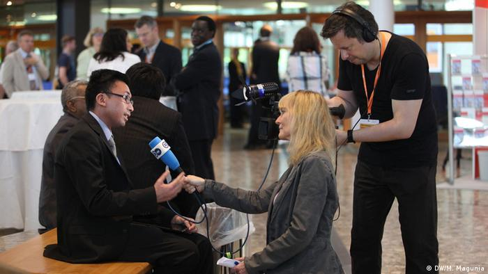 Interview-Impressionen im Foyer des Golbal Media Forums (Foto: DW)