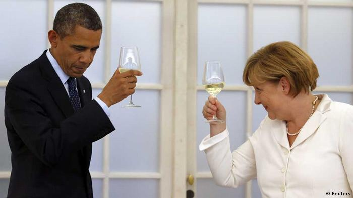 German Chancellor Angela Merkel and U.S. President Barack Obama raise their glasses in a toast during a dinner at the Chralottenburg Castle in Berlin June 19, 2013. U.S. President Barack Obama offered a new twist on Wednesday to John F. Kennedy's historic 1963 call for liberty -- Ich bin ein Berliner -- by saying other oppressed people eager to join the free world were also citizens of Berlin. REUTERS/Michael Sohn/Pool (GERMANY - Tags: POLITICS ) / Eingestellt von wa