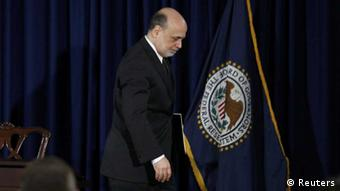 U.S.Federal Reserve Chairman Ben Bernanke departs a news conference following the Fed's two-day policy meeting at the Federal Reserve in Washington, June 19, 2013. REUTERS/Jason Reed (UNITED STATES - Tags: POLITICS BUSINESS) / Eingestellt von wa