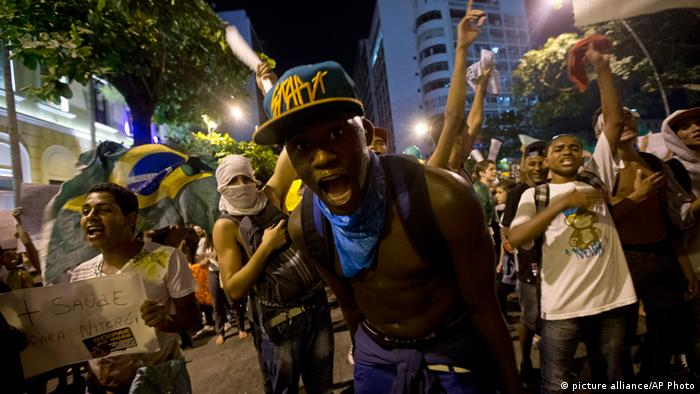 Demonstrators shout slogans during an anti-government protest in Rio de Janeiro's sister city, Niteroi, Brazil, Wednesday evening, June 19, 2013. Rio de Janeiro and Sao Paulo city leaders said Wednesday that they reversed an increase in bus and subway fares that ignited anti-government protests. Many people doubted the move would quiet the demonstrations which have moved well beyond outrage over the fare hikes into communal cries against poor public services. (AP Photo/Silvia Izquierdo) pixel