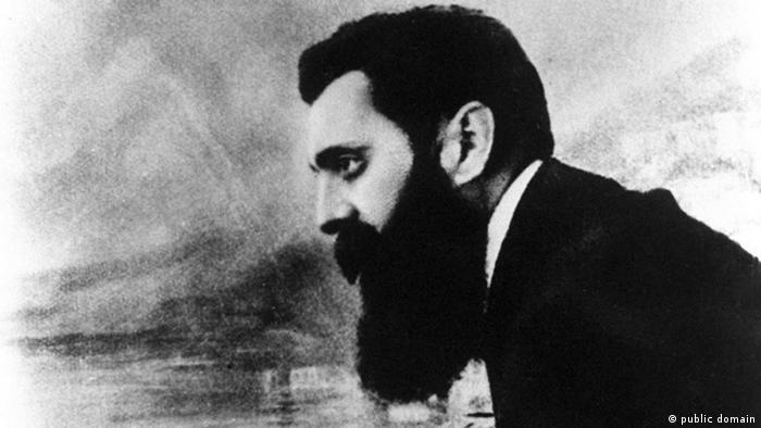 """Theodor Herzl, 1901 auf dem Balkon des Hotels """"Drei Könige"""" in Basel (Foto: picture alliance /dpa)"""