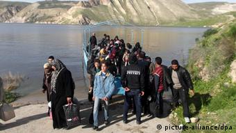 Syrian refugees after they crossed the border, near Ramtha, Jordan (Photo: EPA/JORDAN ARMY)