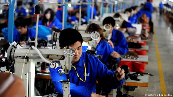 Symbolbild - moderne Arbeitssklaven (picture-alliance/dpa)