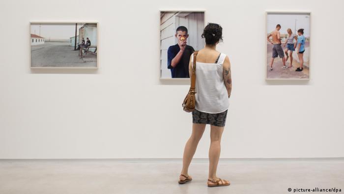 Посетители на выставке Дженни Дженни
