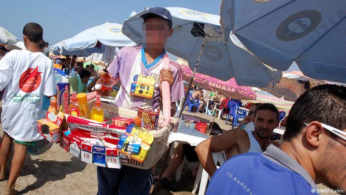 Main title:Child labor in Algeria Photo title:Child sells cigarettes in the seashore Place and date: In Mtaras Beach tourist state of Tipaza Copyright/photographer: Deutsche Welle correspondent in algeria El Kebir Nour El Hayet