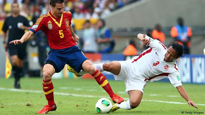 Cesar Azpilicueta of Spain tangles with Marama Vahirua of Tahiti during the FIFA Confederations Cup Brazil 2013 Group B match between Spain and Tahiti at the Maracana Stadium on June 20, 2013 in Rio de Janeiro, Brazil. (Photo by Ronald Martinez/Getty Images)