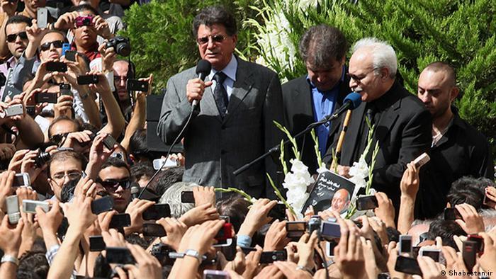 شجریان در مراسم تشیع جنازه جلیل شهناز