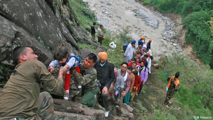 REFILE - CORRECTING HEADLINES AND ADDING TAGS Soldiers rescue stranded people after heavy rains in the Himalayan state of Uttarakhand June 18, 2013. India's monsoon rains could ease soon after hitting 89 percent over averages in the week to June 19, according to weather office sources, in a third straight week of downpours that have caused major flooding in north India. Picture taken June 18, 2013. REUTERS/Stringer (INDIA - Tags: DISASTER ENVIRONMENT MILITARY)