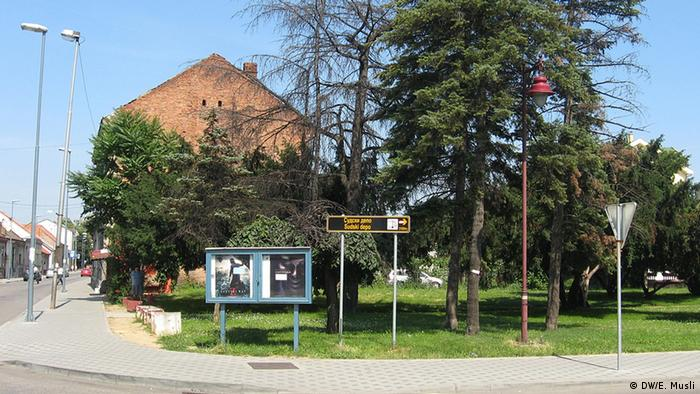 Jevrejska zajednica je sudskim putem vratila zemljište na kojem se nalazila sinagoga, u pozadini se vidi nekadašnja rabinova kuća