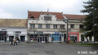 Nekadašnji hotel Evropa Rifke Alkalaj, desno na slici je kuća porodice Perera