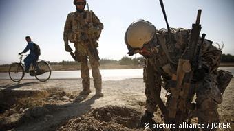 Bundeswehreinsatztruppe auf Minensuche in Nordafghanistan.