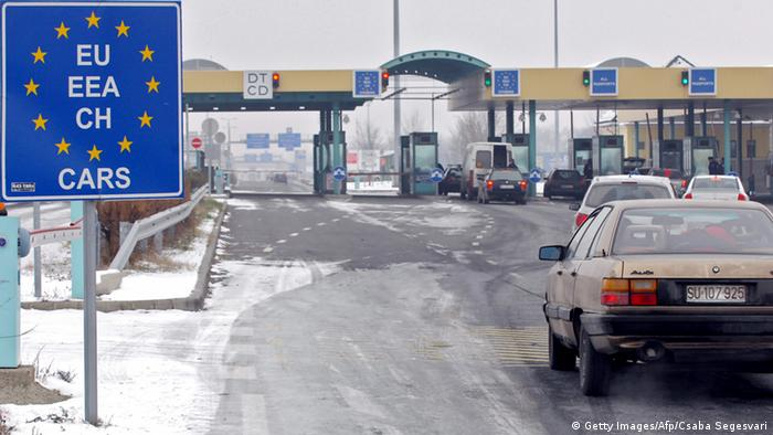 Grenzübergang Ungarn Serbien (Getty Images/Afp/Csaba Segesvari)