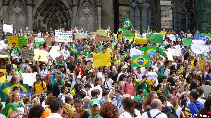 Demonstration Brasilianer in Köln (DW/F. Franca)