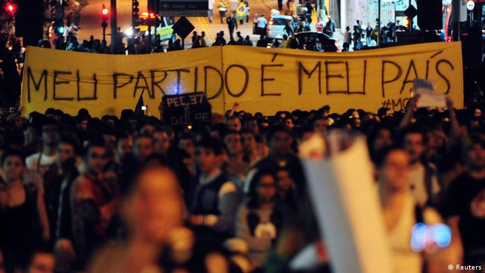 Brazilians hold a demonstration with a banner that reads, My party is my country (photo: REUTERS/Junior Lago)