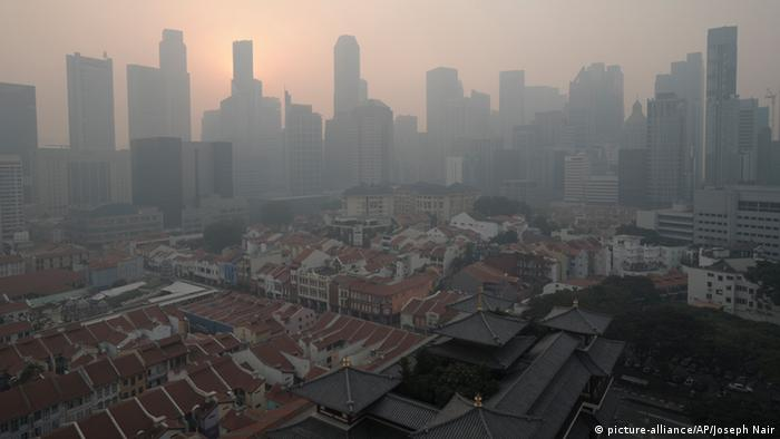In this picture taken on Thursday, June 20, 2013, the Central Business District of Singapore is shrouded by unhealthy levels of haze. Air pollution in Singapore has soared to record heights for a third consecutive day Friday, June 21, as Indonesia prepared planes and helicopters to battle raging fires blamed for hazardous levels of smoky haze in three countries. (Photo: AP)