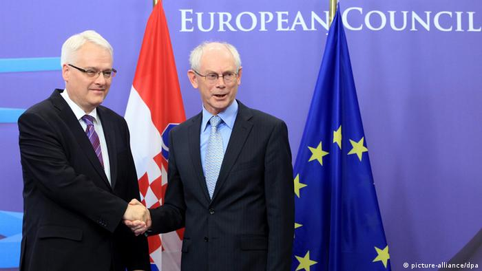 FILE - epa03242061 Herman Van Rompuy (R), president of the European Council, welcomes Croatian President Ivo Josipovic (L) prior to a meeting at the EU council headquarters in Brussels, Belgium, 30 May 2011. EPA/OLIVIER HOSLET (zu dpa-Themenpaket «Kroatien in der EU» vom 21.06.2013) +++(c) dpa - Bildfunk+++