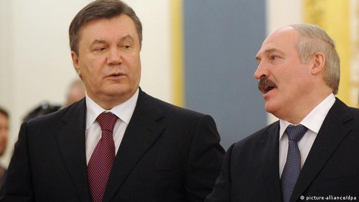 Президенты Украины и Беларуси Виктор Янукович и Александр Лукашенко